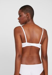 Esprit - DAILY MICRO PADDED - Underwired bra - white - 2