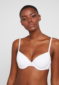 Esprit - DAILY MICRO PADDED - Underwired bra - white - 3