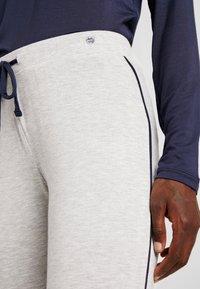 Esprit - JAYLA SINGLE PANTS LEG - Pantaloni del pigiama - light grey - 4