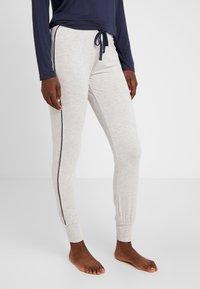 Esprit - JAYLA SINGLE PANTS LEG - Pantaloni del pigiama - light grey - 0