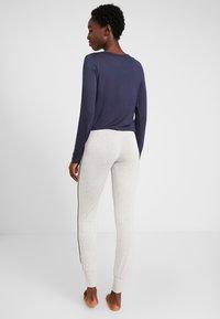 Esprit - JAYLA SINGLE PANTS LEG - Pantaloni del pigiama - light grey - 2