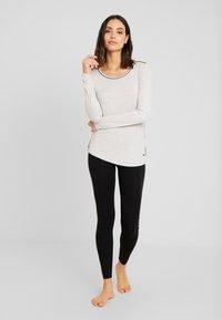 Esprit - JAYLA SINGLE SHIRT - Pyjamasoverdel - light grey - 1