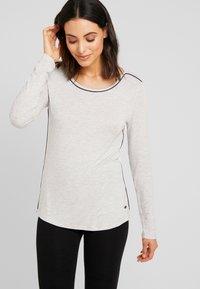 Esprit - JAYLA SINGLE SHIRT - Pyjamasoverdel - light grey - 0