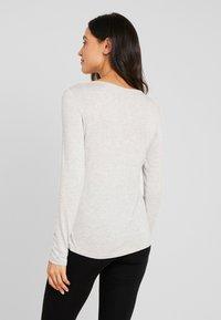 Esprit - JAYLA SINGLE SHIRT - Pyjamasoverdel - light grey - 2