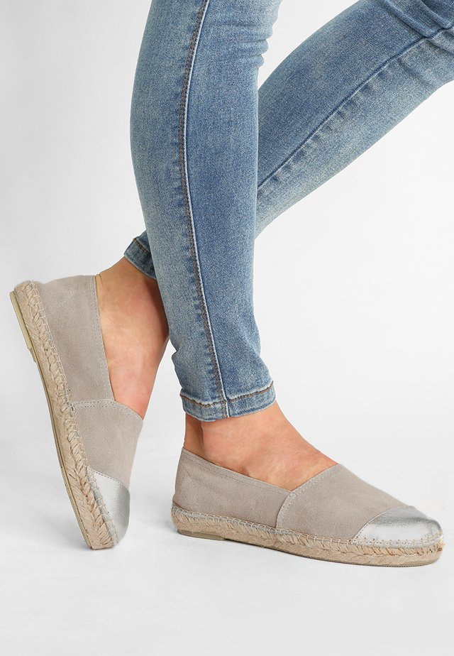 CLASSIC CAP  - Loafers - gris