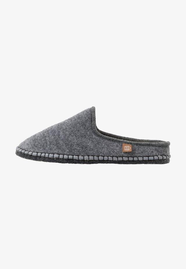 PANTOUFLE MEN - Domácí obuv - gris