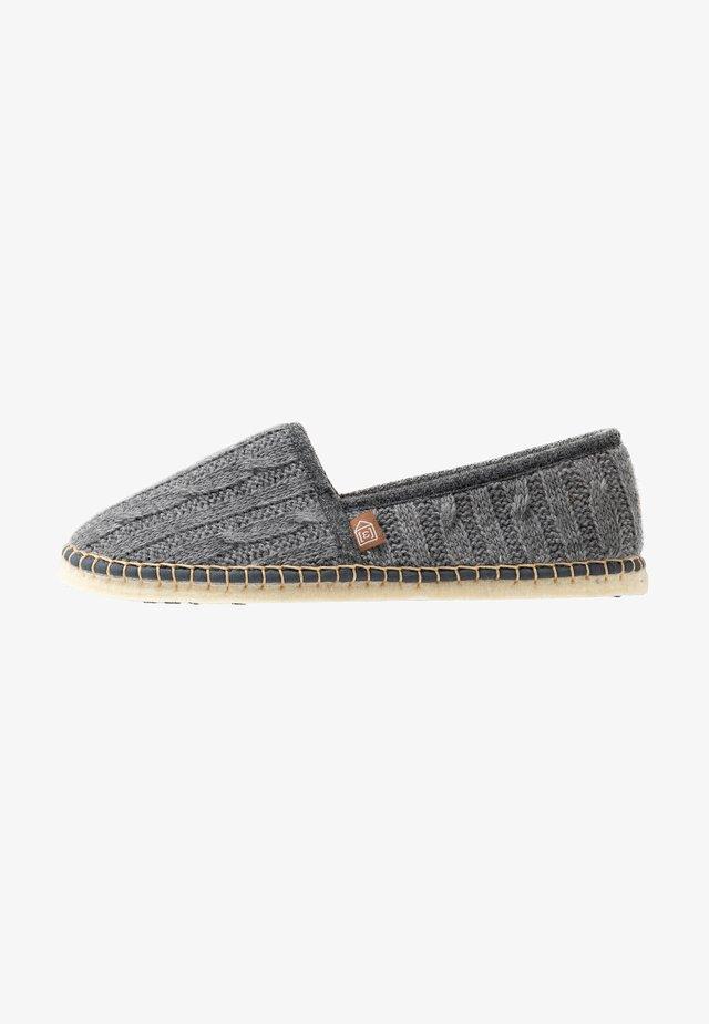 PANTOUFLE CLASSIC TRESSÉE VEGAN - Domácí obuv - gris