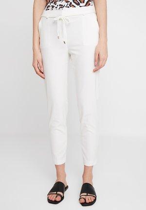 SCALLOP - Pantaloni - off white