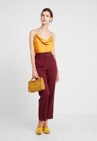 Esprit Collection - BELTED CHECK - Pantalon classique - garnet red - 1
