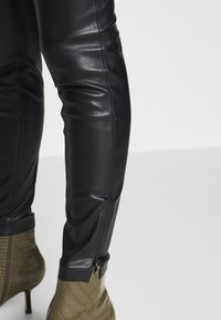 Esprit Collection - PLEATHER - Stoffhose - black - 3