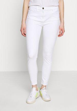 MLA-020EO1B314      OCS BI-STRETCH - Trousers - white
