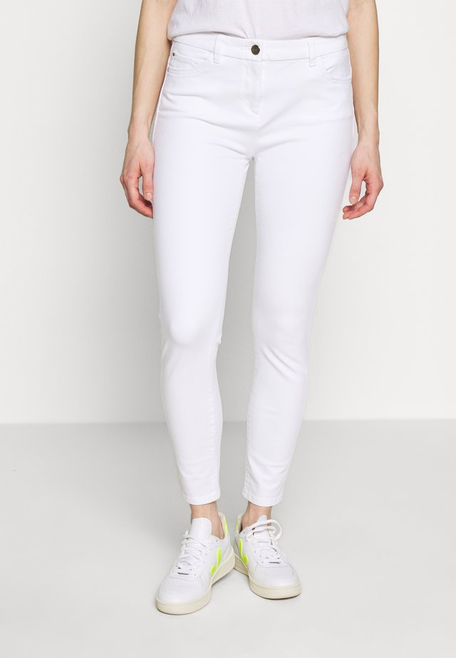 MLA-020EO1B314      OCS BI-STRETCH - Pantalones - white