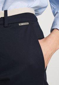 Esprit Collection - MLA-030EO1B308   - Spodnie materiałowe - navy - 4