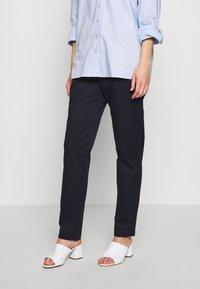 Esprit Collection - MLA-030EO1B308   - Spodnie materiałowe - navy - 0