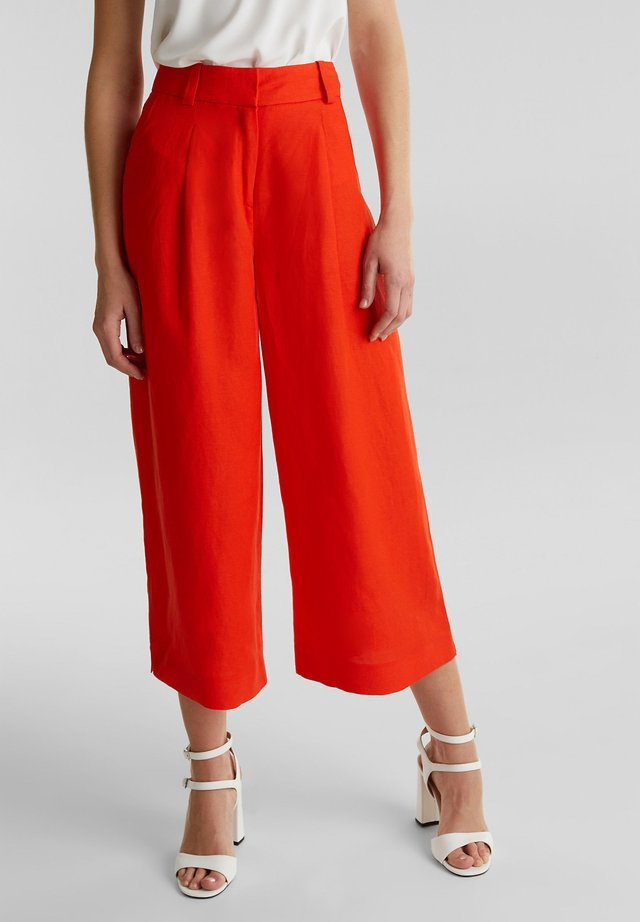 AUS LEINEN-MIX: CULOTTE MIT BUNDFALTEN - Trousers - red orange
