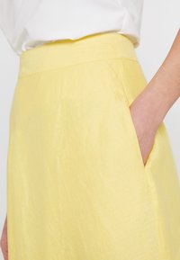 Esprit Collection - SOLID - A-Linien-Rock - bright yellow - 3