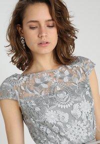Esprit Collection - PAISLEY FLORAL - Sukienka koktajlowa - silver - 3