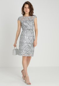Esprit Collection - PAISLEY FLORAL - Sukienka koktajlowa - silver - 1
