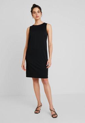 V BACK DRESS - Žerzejové šaty - black
