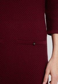 Esprit Collection - STRUCTURED - Strikket kjole - garnet red - 4