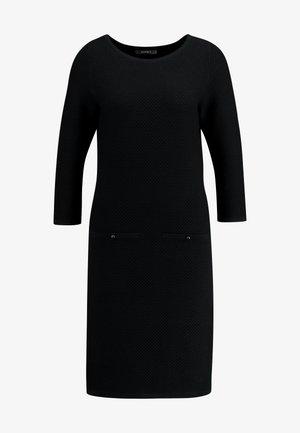 STRUCTURED - Abito in maglia - black