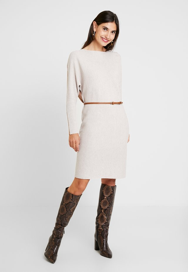 TONE DRESS - Vestido de punto - caramel