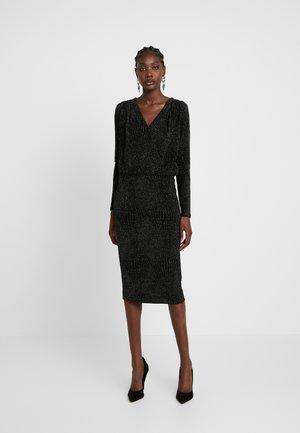 DRESS - Robe en jersey - black