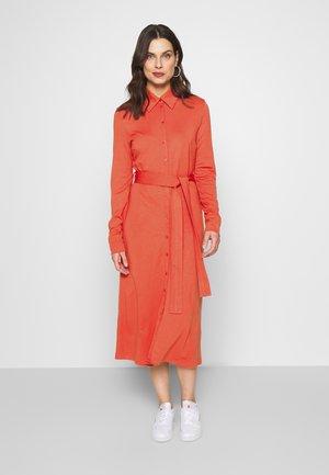 DRESS - Žerzejové šaty - terracotta