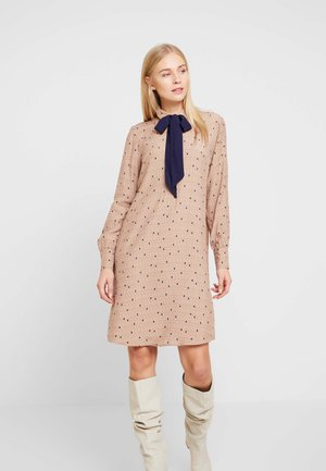 COLLAR BOW - Shirt dress - camel