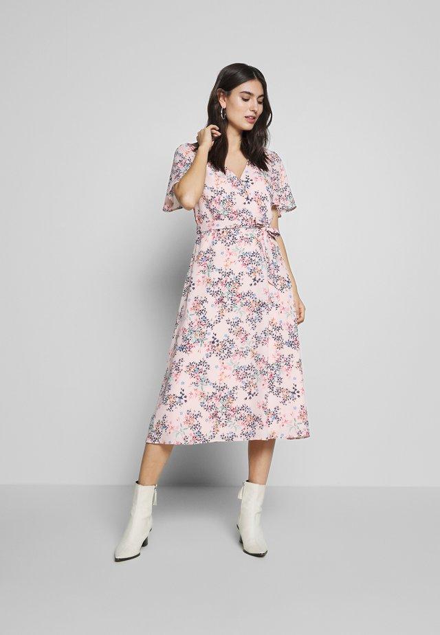 FLUENT  - Korte jurk - pastel pink