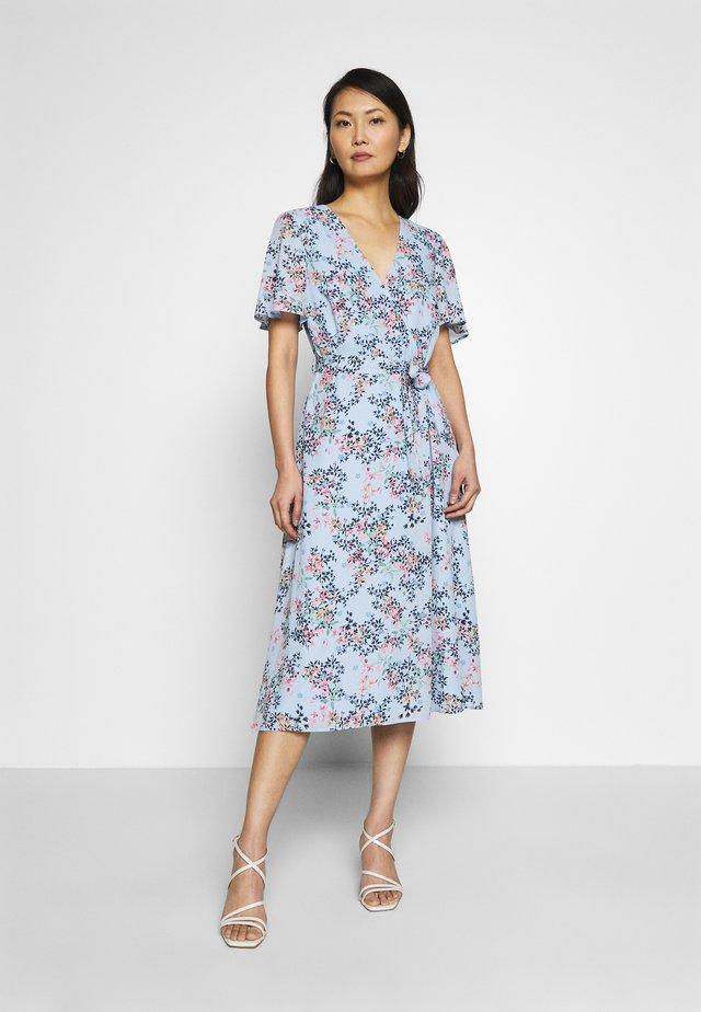 FLUENT  - Korte jurk - pastel blue