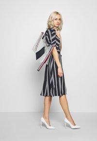 Esprit Collection - NEW DRAPE LIGHT - Denní šaty - navy - 1