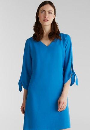 CRÊPE-KLEID MIT OFFENEN KANTEN UND SCHLEIFEN - Korte jurk - dark turquoise