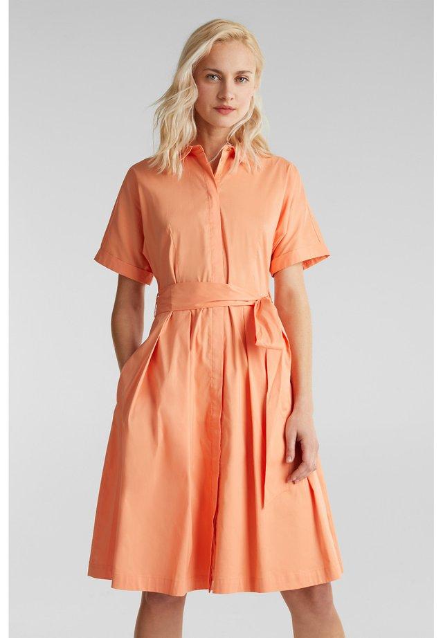 HEMDBLUSEN-KLEID MIT SEIDENGLANZ - Blusenkleid - orange