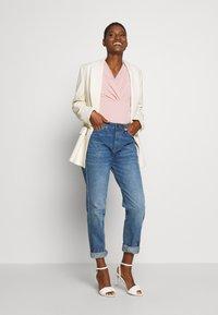 Esprit Collection - OVERLAP - T-shirts med print - old pink - 1
