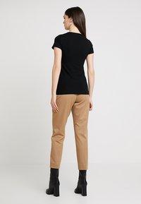 Esprit Collection - OVERLAP - Triko spotiskem - black - 2