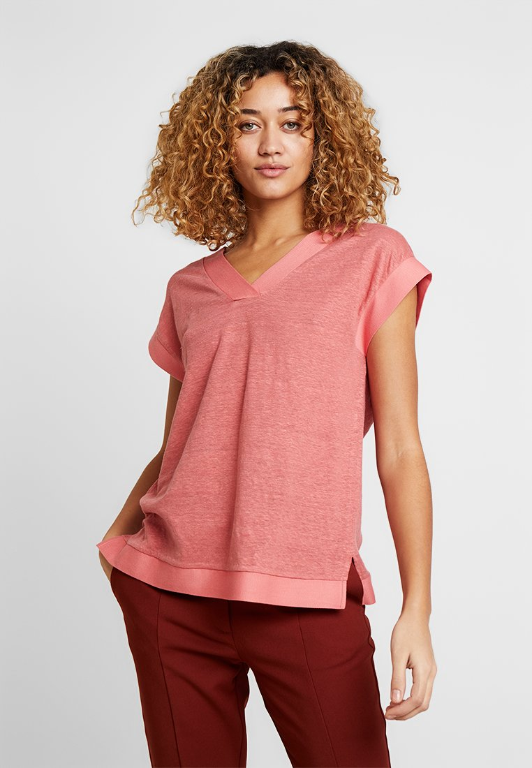 Esprit Collection - V NECK - T-Shirt basic - salmon