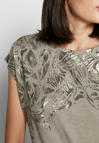 Esprit Collection - TEE - T-shirts med print - light taupe - 4