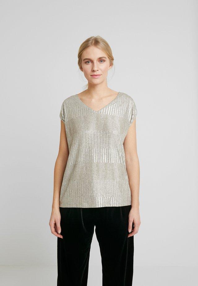 FASHION  - Camiseta estampada - skin beige