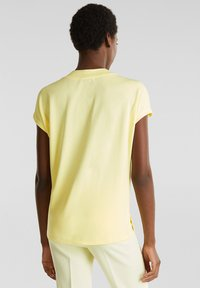 Esprit Collection - FLOW - T-Shirt basic - lime yellow - 2
