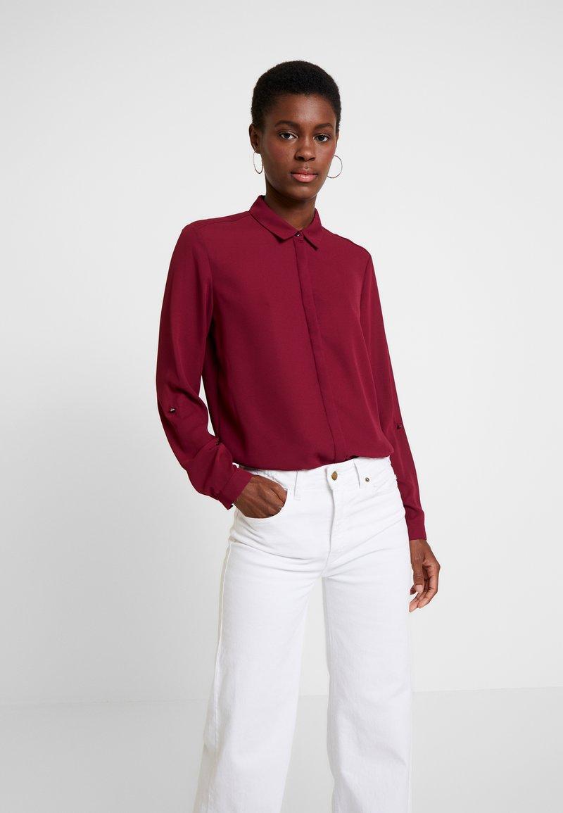 Esprit Collection - NEW ESSENTIAL - Hemdbluse - garnet red