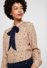 Esprit Collection - COLLAR BOW - Chemisier - camel - 3
