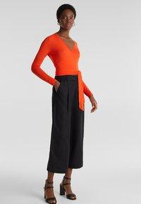 Esprit Collection - IN WICKEL-OPTIK - Long sleeved top - red orange - 1