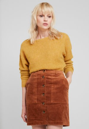 BOATY NECK - Strickpullover - amber yellow