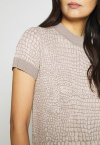 Esprit Collection - SNAKE - T-shirt z nadrukiem - nude - 5