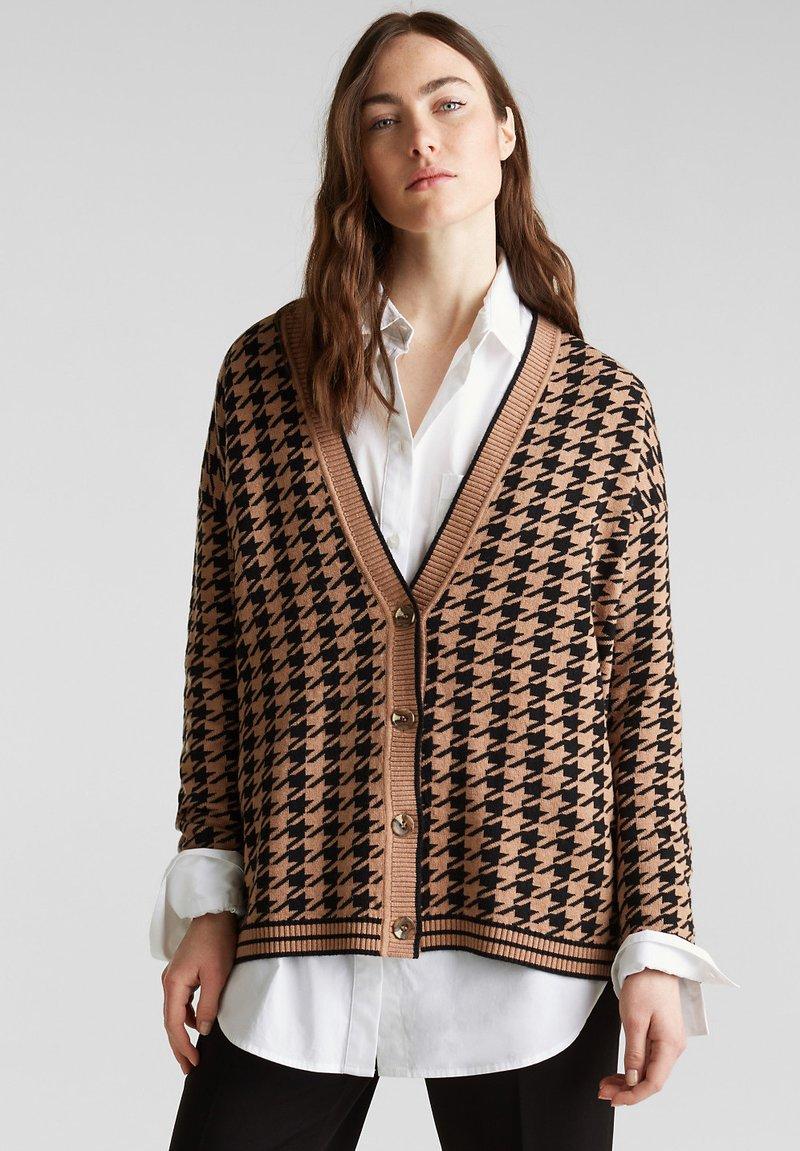 Esprit Collection - HUNDSTOOTH CRD - Gilet - camel