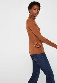 Esprit Collection - SKIN ROLL - Stickad tröja - light brown - 3