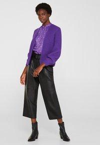Esprit Collection - MIT BALLON-ÄRMELN - Gilet - purple - 1