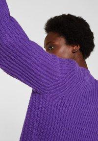 Esprit Collection - MIT BALLON-ÄRMELN - Gilet - purple - 3