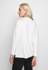 Esprit Collection - SHOULDER TEE - Sweter - white - 2